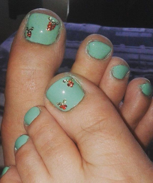 60 Pretty Christmas Toe Nail Designs For Holiday Blurmark Toe Nail Designs Christmas Toes Toe Nails