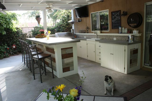 Outdoor Kitchen!  (Also really like the pattern of the roof/ceiling. Aca): Summer Kitchens, Kitchens Plans, Summer Patio, Outdoor Patio, Beautiful Backyard, Outdoor Kitchens, Outdoor Spaces, Be Awesome, Patio Bar