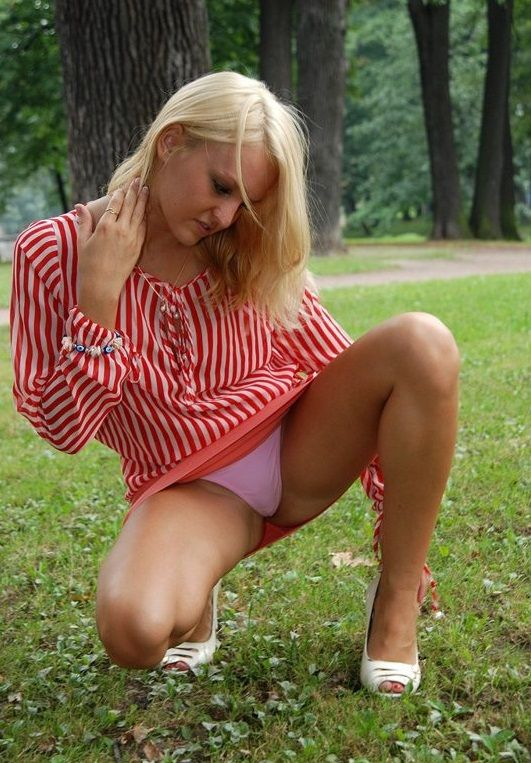 Squatting upskirt pictures #10