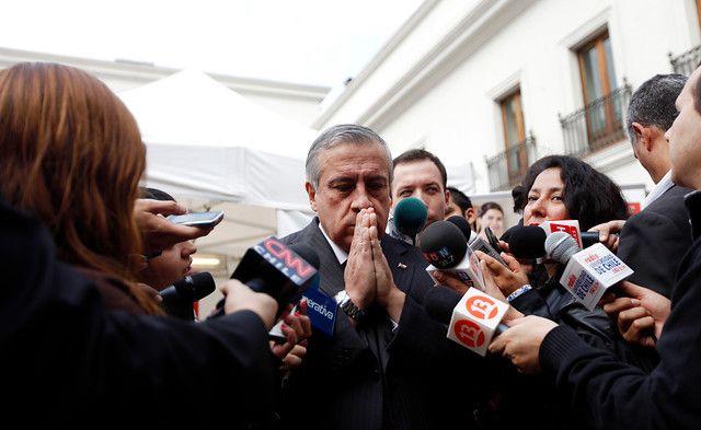 10 de Abril de 2012/SANTIAGO Esta mañana en el patio de Los Naranjos, del Palacio de La Moneda, se realiza la campaña de vacunación contra la influenza AH1N1, hasta donde llego el Ministro de Salud, Jaime Mañalich. FOTO: SEBASTIAN RODRIGUEZ/AGENCIAUNO