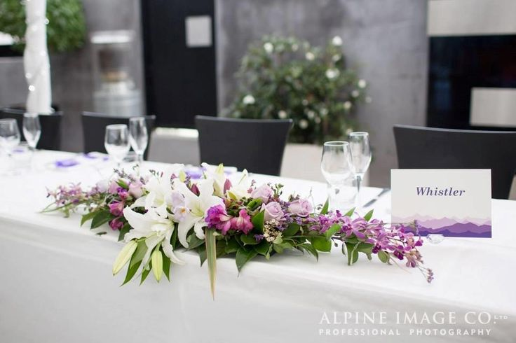 top table florals http://www.wanakaweddingflowers.co.nz/gallery.php pic: Alpine Image Co