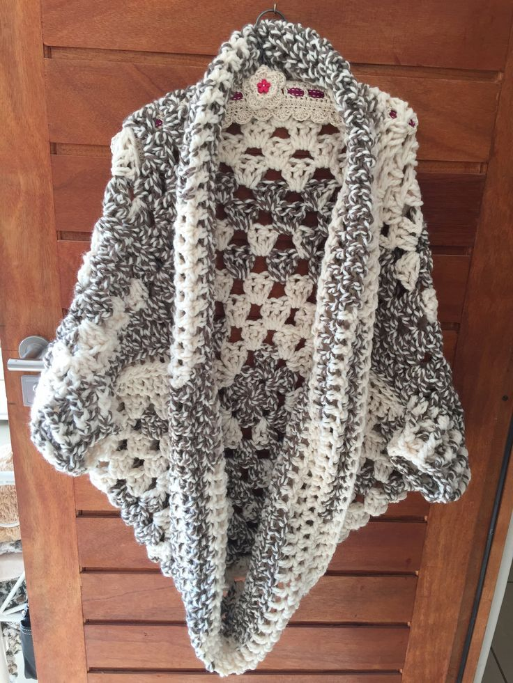 Granny Cocoon Shrug #extreme #crochet Pattern: http://www.mariavalles.com/blog/granny-cocoon-shrug-part-2-going-viral