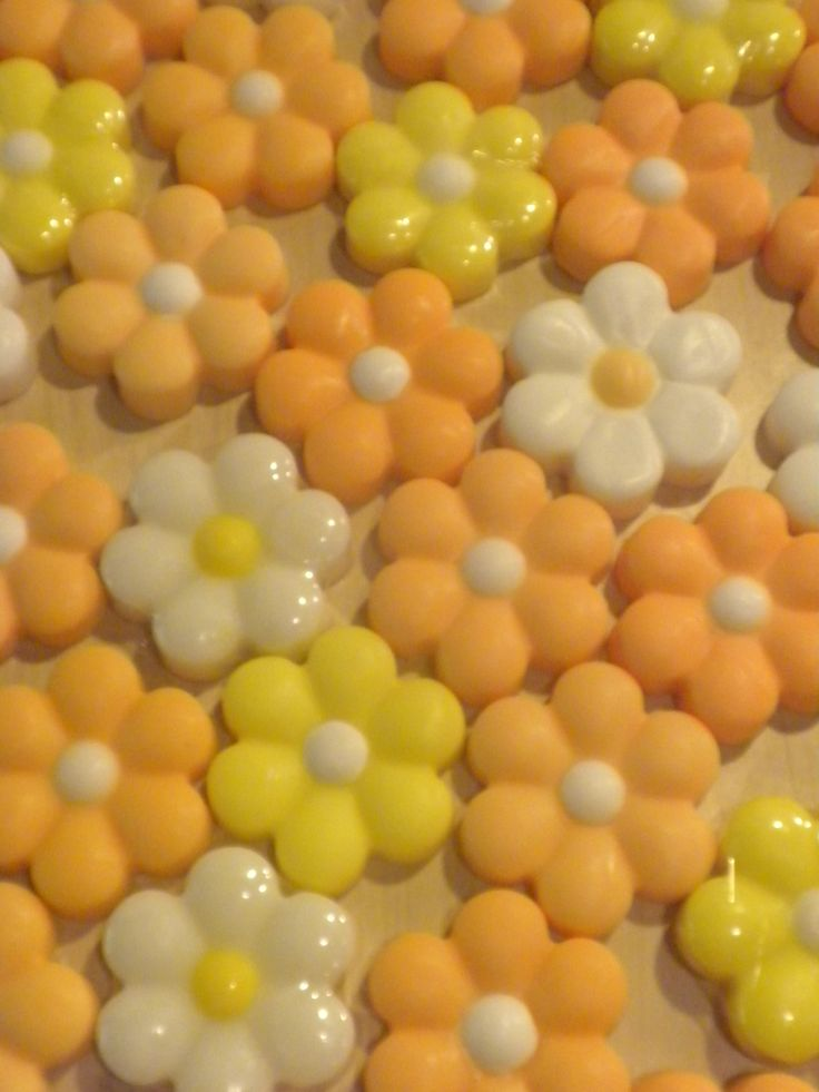 """Glycerine hand made soaps """"marguerites"""" www.facebook.com/sapounospito"""