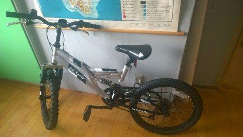 Mountain bike sælges. STR. 6-10 år Pris: 950 kr. Nypris: 2100 kr. Aldrig brugt