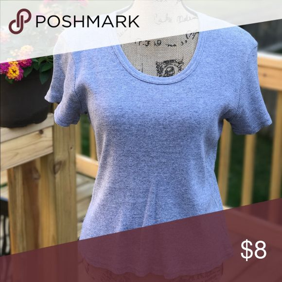 Heather grey scoop neck Ribbed top. Heather grey. Scoop neck. Short sleeve. Tops Tees - Short Sleeve