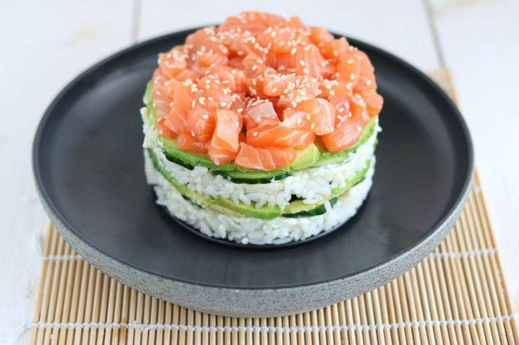 Een echte eye catcher is deze sushi taart. De bereiding is makkelijker dan bij normale sushi. Ideaal dus als om te serveren bij een diner of voor jezelf. #sushi #sushipie