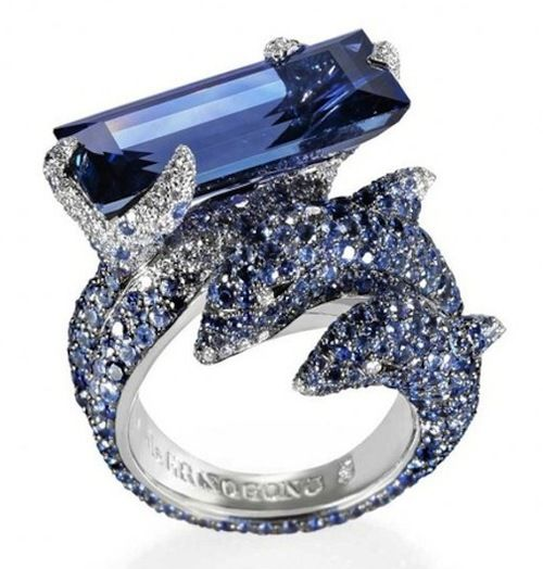 Love this is something I would want for my engagement ring. I love dolphins.