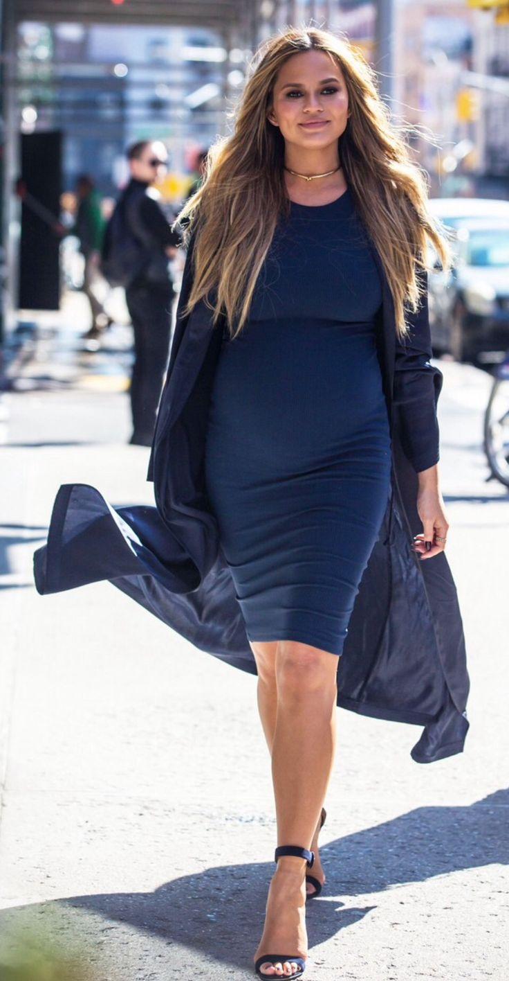 Chrissy Teigen (pregnant) style