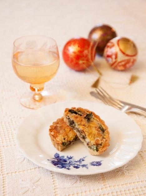 Grönkålspaj med valnötter och cheddar |