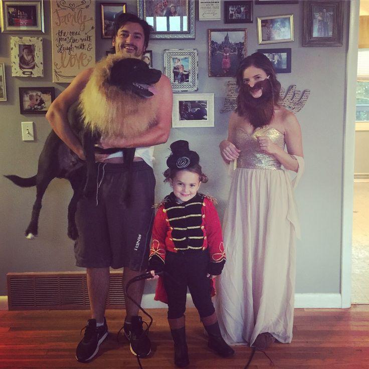 Family costume! Freak show! Bearded woman, ringmaster, lion & strongest man Alive!