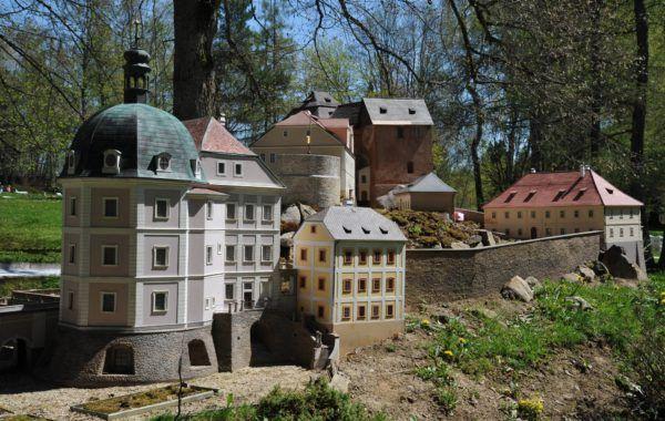 Hrad a zámek Bečov Dalších 59 modelů českých památek čeká v Parku Boheminium. Skvělé místo pro výlet!