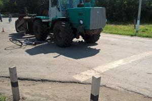 """В Ржаксе трактор столкнулся с велосипедистом: пострадал 82-летний пенсионер.  В Ржаксе трактор столкнулся с велосипедистом. ДТП произошло в рабочем поселке утром на улице Советской. 57-летний водитель трактора """"Т-150К"""" наехал на велосипед """"Десна"""" которым управлял 82-летний мужчина. Пенсионер двигался навстречу трактору и не убедившись в безопасности поворачивал налево. В результате ДТП велосипедист получил закрытый перелом левой бедренной кости со смещением и был госпитализирован в лечебное…"""