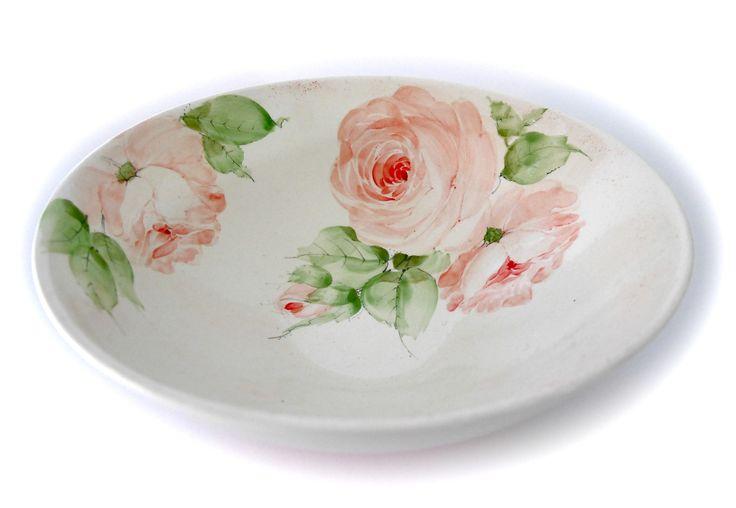 Rosenmalerei auf großer Keramikschale