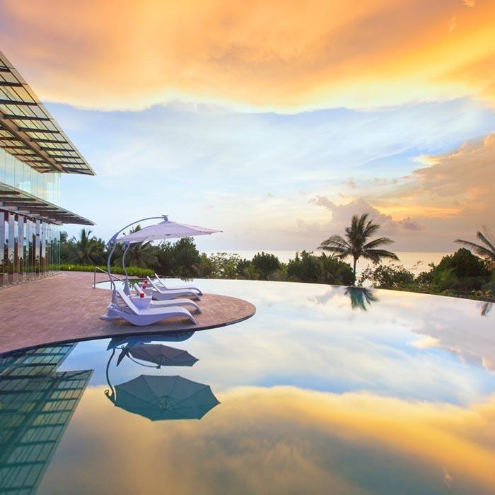 Cannonball! Wot a view of the sunset at the Sheraton Bali Kuta Resort pool. #Travel #Bali #Sheraton #Wotif