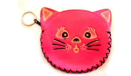 Monedero Gato Fucsia. Monedero en cuero con opción de llavero. Visítanos en tuakiti.com #monedero #purse #gato #cat #llavero #keyring #keychain #tuakiti