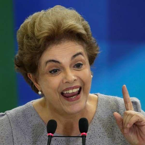 """Dilma vê """"golpe em curso"""" e avisa: """"jamais renunciarei"""""""