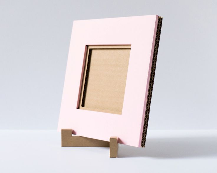 A light-weight, 4x4 cardboard picture frame perfect for framing Instagram pictures, small artworks, or your favorite photographs! Our cardboard picture frames are handmade with care and can be made in different colors.