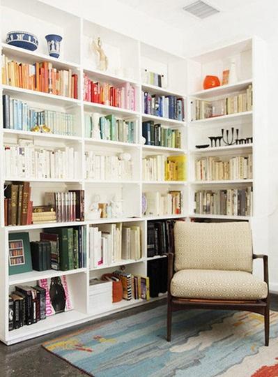 color combining: Libraries, Bookshelves, Color Cod, Idea, Apartment Therapy, Colors, Book Shelves, Color Coordinating, Bookca