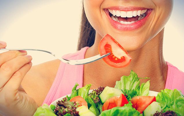 """""""Tus dientes no hacen vacaciones: cuídalos también en verano"""". Lee el artículo: http://arvilamagna.com/tus-dientes-no-hacen-vacaciones-cuidalos-tambien-en-verano/  #salud #higienebucal #boca"""
