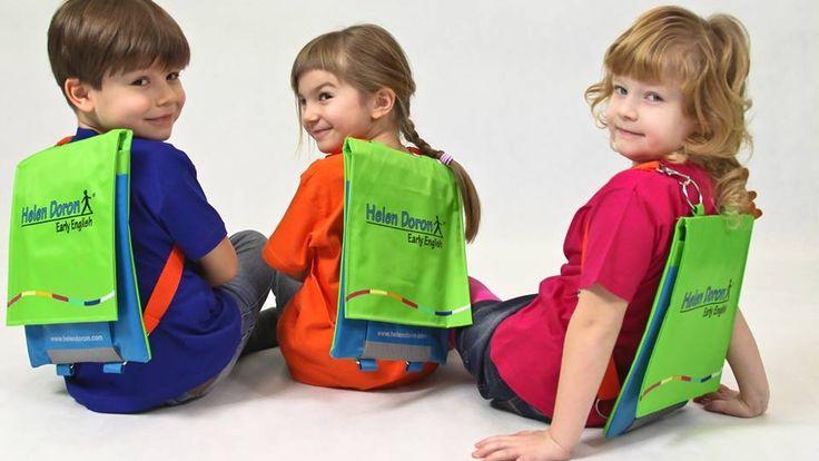 Copiii pot începe să vorbească a doua limbă străină în același timp cu limba maternă. Specialiștii în domeniul educației sunt de părere că la frageda vârstă de 2, 3 sau 4 ani, creierul copilului poate asimila cu ușurință și o a doua limbă, pe lânga cea maternă.