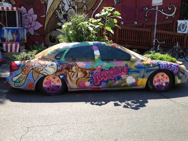 I saw this hippy like hip hop car in the  Kinsington Market in Toronto Ontario Canada. It was so odd i had to take a pict. - Source: Bendrix (Upload).