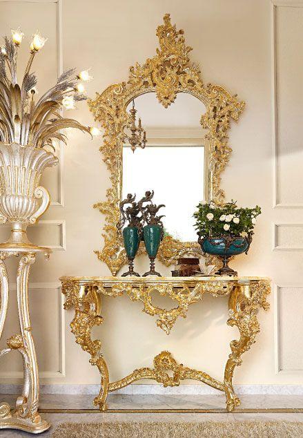Baroque ostentation and opulence, they are embellished by pure 24-carat gold, applied and polished by hand. Sfarzo barocco e fastosa appariscenza, impreziosite dal vero oro zecchino 24 carati, applicato e lucidato a mano.