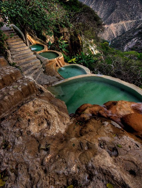 Hot water springs at Grutas de Tolantongo, Hidalgo, Mexico (by Luisus Rasilvi).                                                                                                                                                      Más