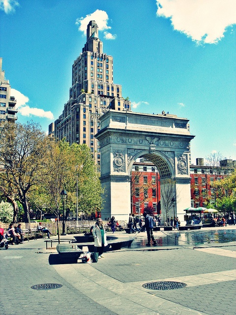 New York City West Village - One of my favorite parts of the city!      Washington Square Arch, via Flickr.