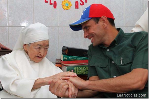 Capriles @Henrique Capriles Radonski acompañó a fanáticos de las Aguilas del Zulia durante el clásico de la chinita - http://www.leanoticias.com/2013/11/18/capriles-hcapriles-acompa-fanticos-de-las-aguilas-del-zulia-durante-el-clsico-de-la-chinita/