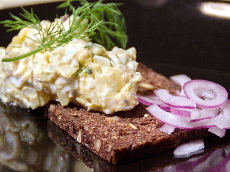 Lasses gubbröra på rågbröd | Köket.se