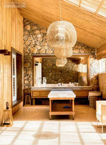 Com a reforma, o espaço dessa casa passou a ser mais usado. Agora, ele é um canto de relax e acolhe tanto os adultos quanto as crianças