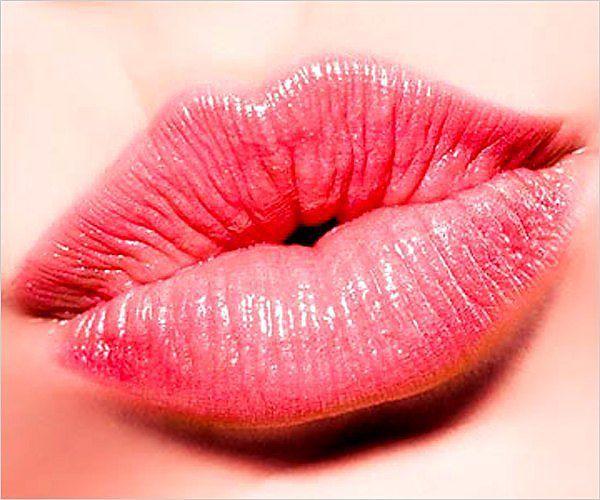 Как быстро вылечить обветренные и потрескавшиеся губы