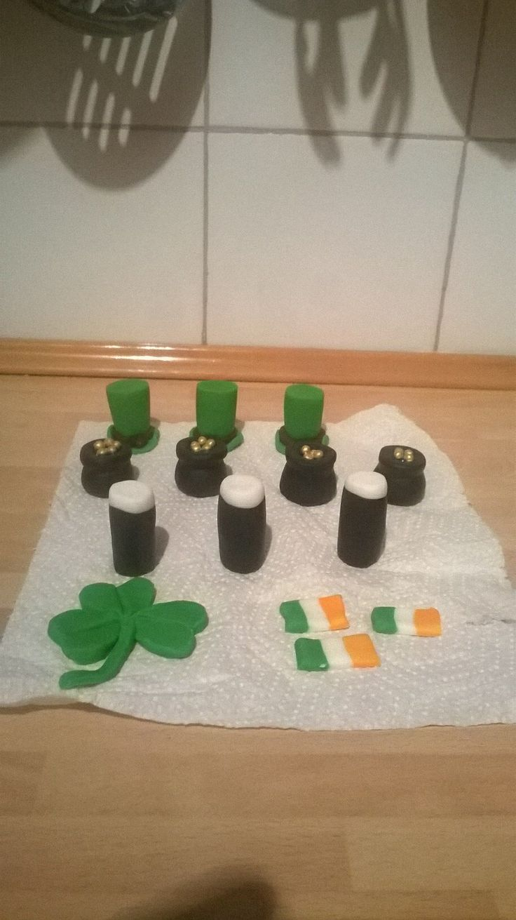 St Patricks day cup cake toppers