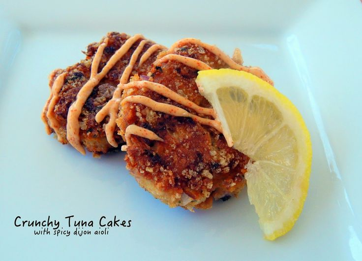 Crispy #TunaCakes with Spicy Dijon Aioli that are #lowcarb thanks to the crushed #porkrinds!
