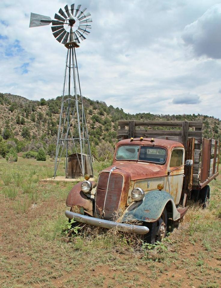 Old Ford truck (photo by Les Riggs)