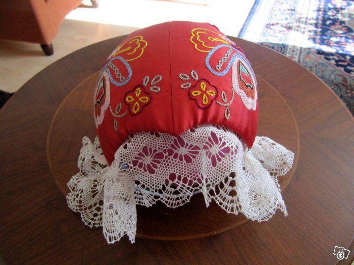 Embroidered tykkimyssy.