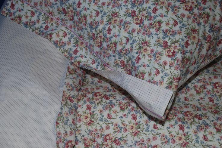 Copripiumino in una fantasia floreale delicata, creano un'armonia dai toni tenui immersa in un soffice sfondo bianco - Percalle di cotone 100%