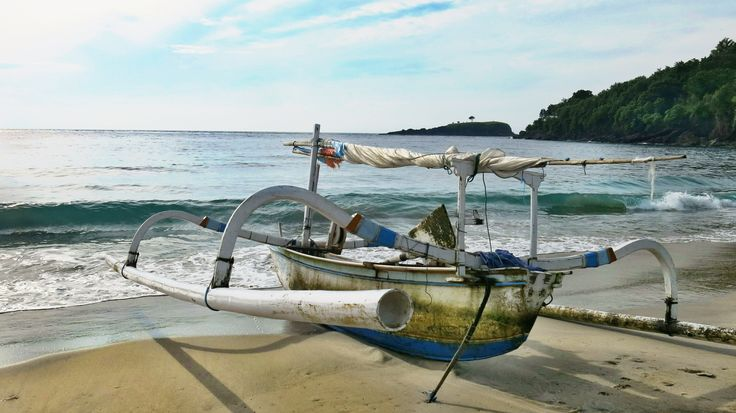 Pantai Bias Putih Desa Bugbug