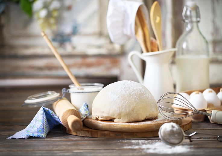 Кухня, подготовка, посуда, выпечка тесто