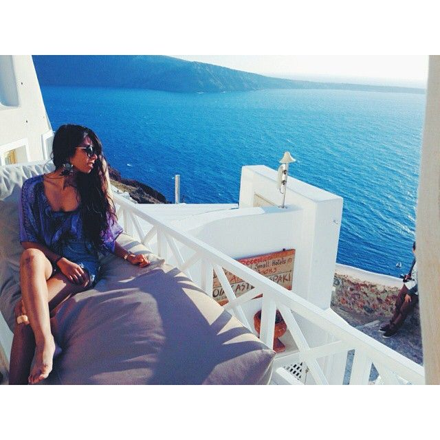 You are the #queen and #Santorini your #kingdom! #ArtMaisons Photo credits: @kittmyarse