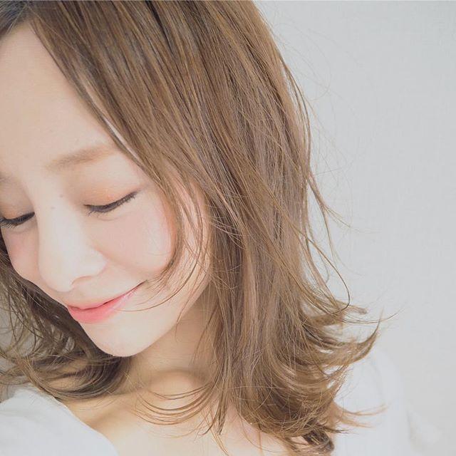前髪が伸びてきた! ここまで伸ばしたのに似合わない。と言われますがもう少し頑張ってみようかな  今日はリビング以外のエアコン2基交換工事! 快適になるのが嬉しすぎる❤️ #ヘアスタイル#髪型#髪色#田中カット#key#表参道#原宿#美容室#tokyo #アラフォー#メイク