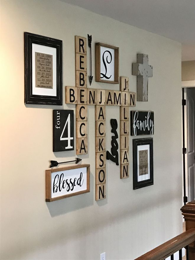 Des lettres au mur à la manière d Scrabble
