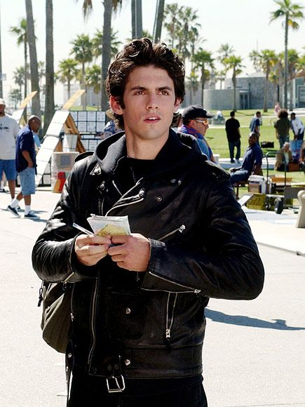 Bad Boy Jess Is Back! Milo Ventimiglia Signs on to Gilmore Girls Revival http://www.people.com/article/milo-ventimiglia-signs-on-gilmore-girls-revival