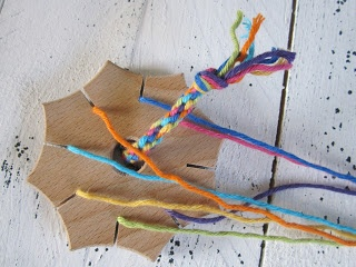 """Friendship bracelet using a """"star knot"""" - has links to two different blogs with instructions"""