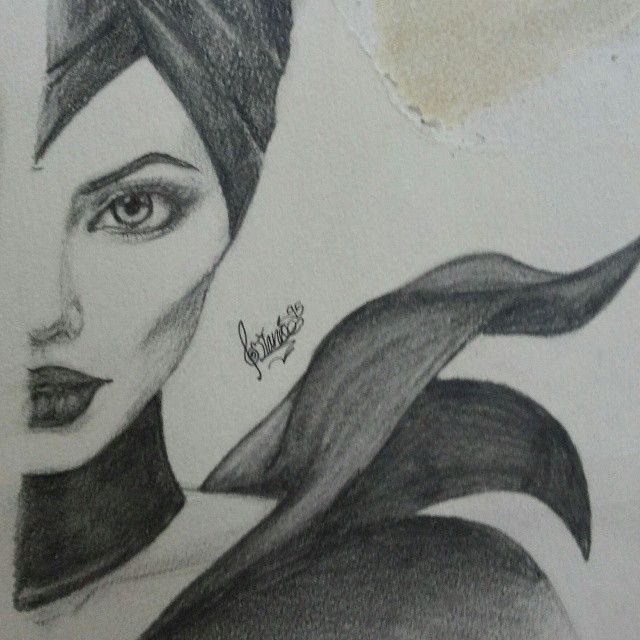 Angelina maleficent drawing brangelina pinterest to for Ideas of things to sketch