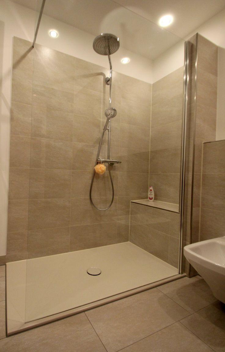 Komfortable, geräumige Walk-In-Dusche