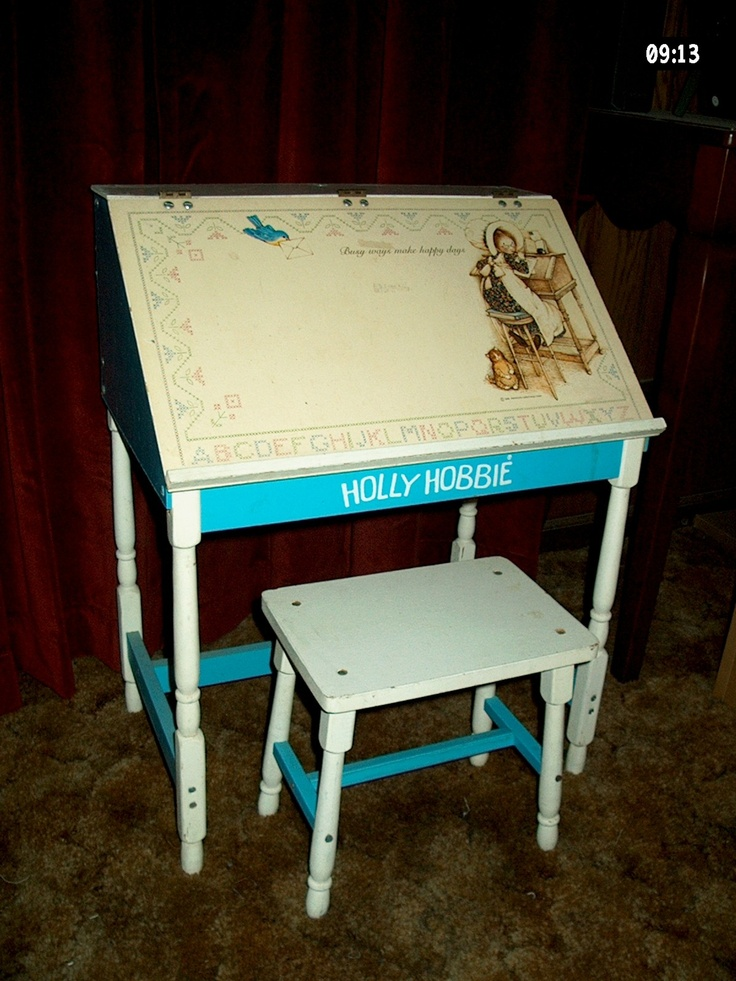 Holly Hobbie Desk ~ I still have this desk up in my parents' attic. Beautiful picture of it.