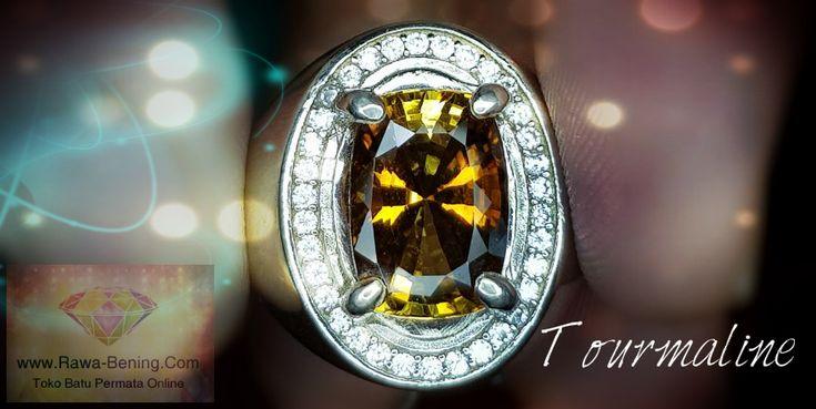 Cincin Perak Pria Model Elegan Dengan Permata Tourmaline