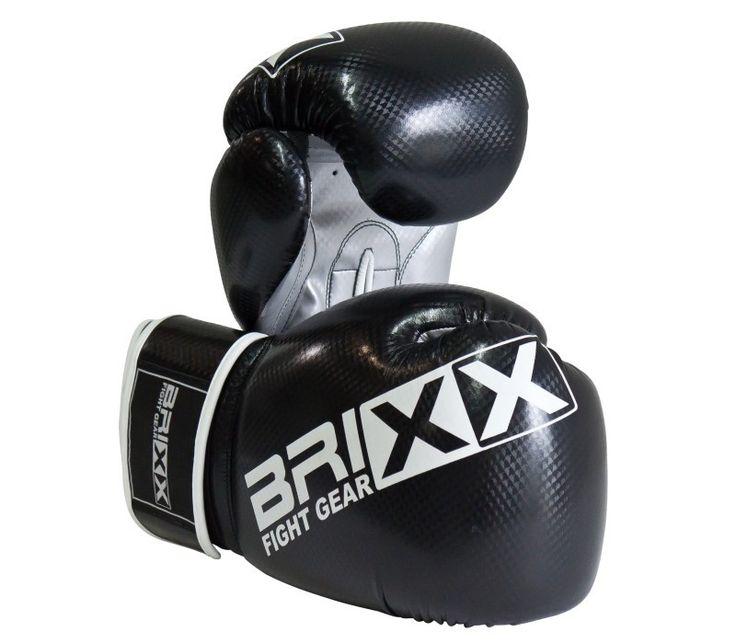 Boxhandschuhe BRIXX PU Carbon schwarz/silber.  Dieser Allround - Boxhandschuh ist für den Heimgebrauch (Boxsacktraining) und das Training mit einem Sparringspartner im Boxclub gleichermaßen geeignet. Erhältlich in den Größen 8, 10, 12, 14 und 16 oz.  Hier bestellen: http://www.megafitness-shop.info/Boxsport/Handschuhe/Boxhandschuhe/Boxhandschuhe-BRIXX-PU-schwarz-silber-Carbon--2571.html