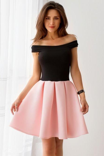 Różowa sukienka z czarnym topem z wiskozy i spódnicą z pianki